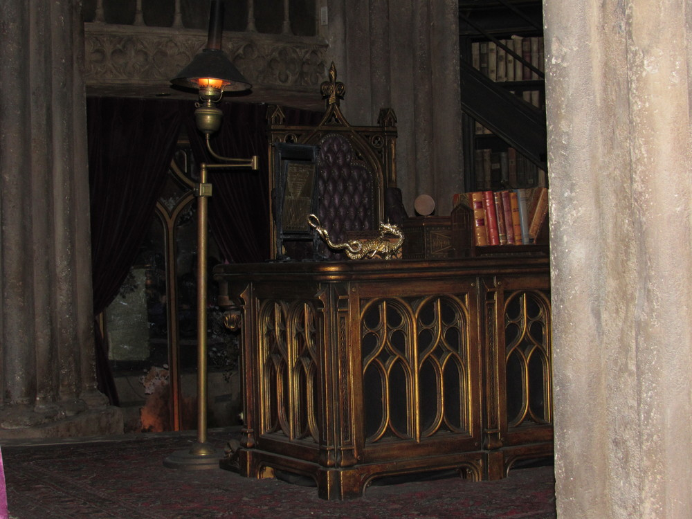 Dumbledore's Desk Located in the Forbidden Journey Queue