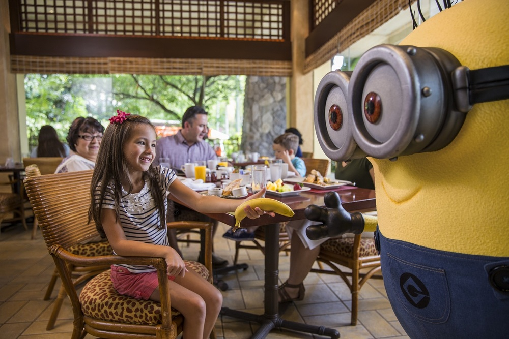 Character dining at Loews Royal Pacific Resort. Image credit: Loews Hotels.