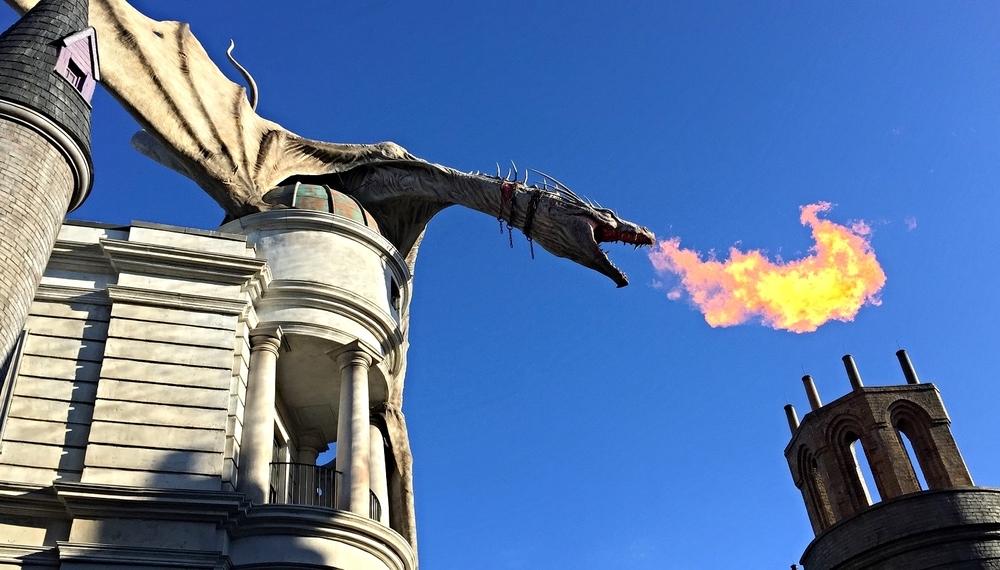 The fire-breathing Ukraine Ironbelly on top of Gringott's Bank in Diagon Alley in Universal Studios Florida.