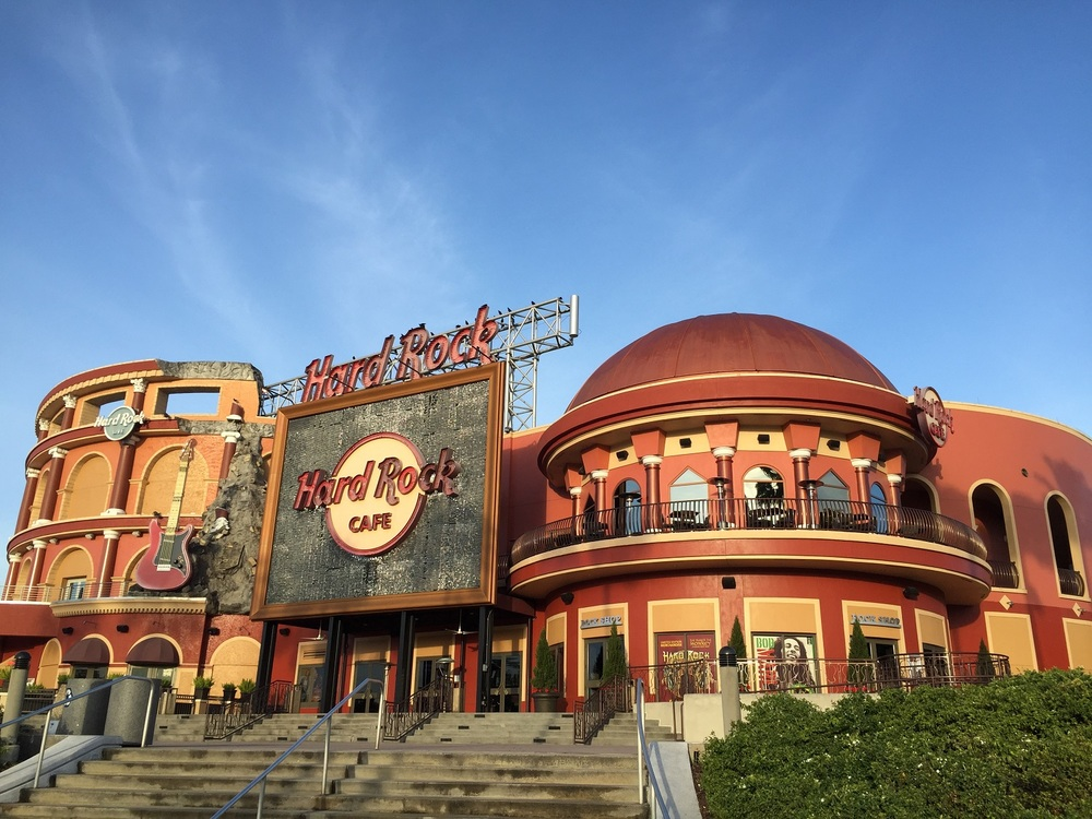The Hard Rock Cafe in Orlando is the world's largest Hard Rock Cafe. This restaurant is open for breakfast, lunch, and dinner.