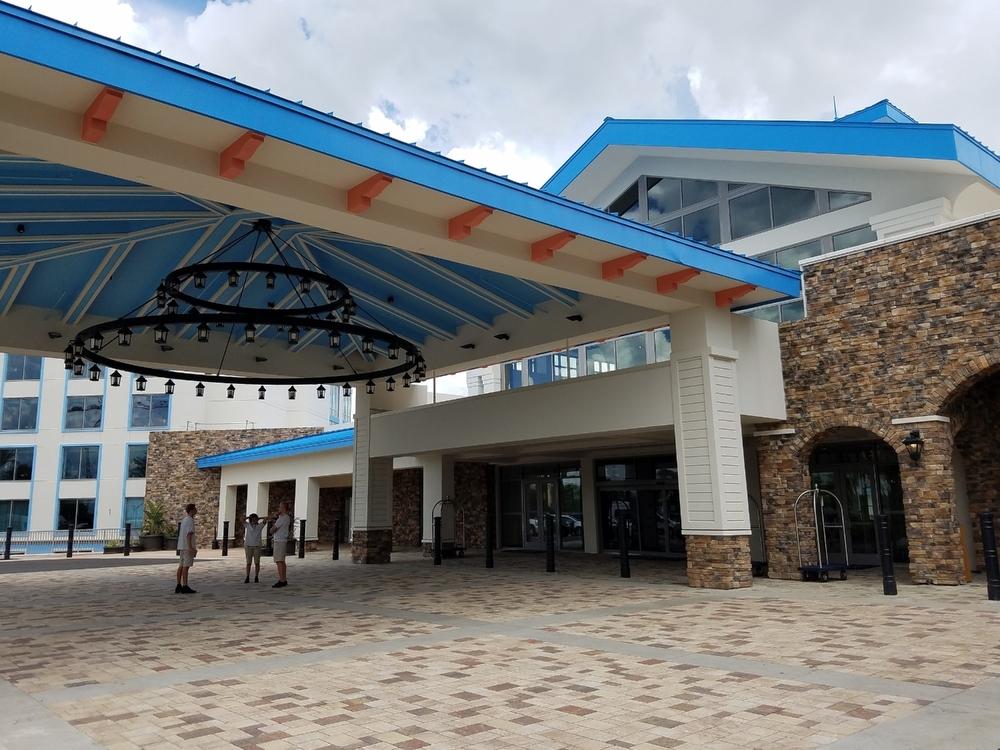 Loews Sapphire Falls Resort porte cochere.