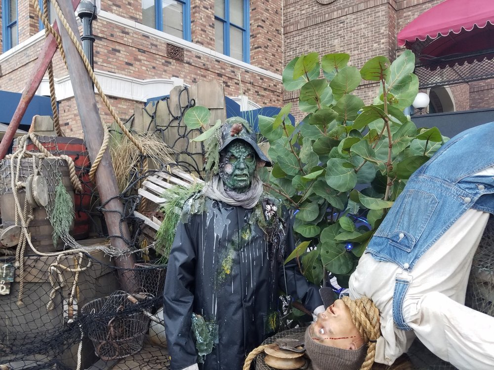 The Scare Actors in Dead Man's Wharf can blend into the scenery and may be hard to spot. Keep your eyes open!