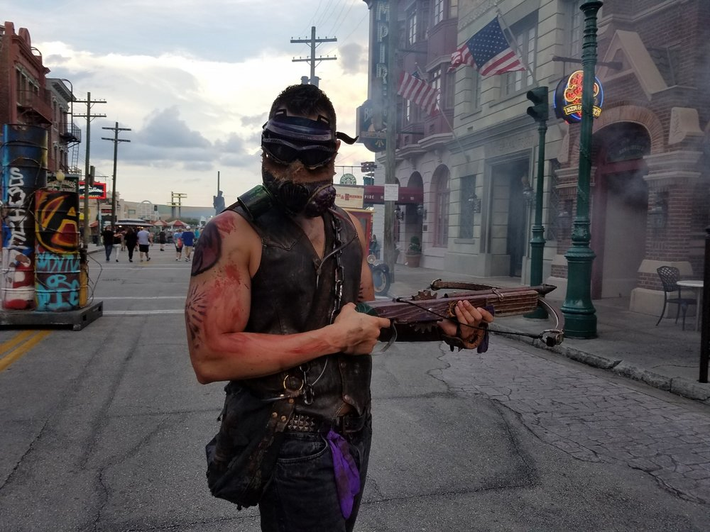Some of the Scareactors in the Survive or Die Scare Zone are equipped with weapons.