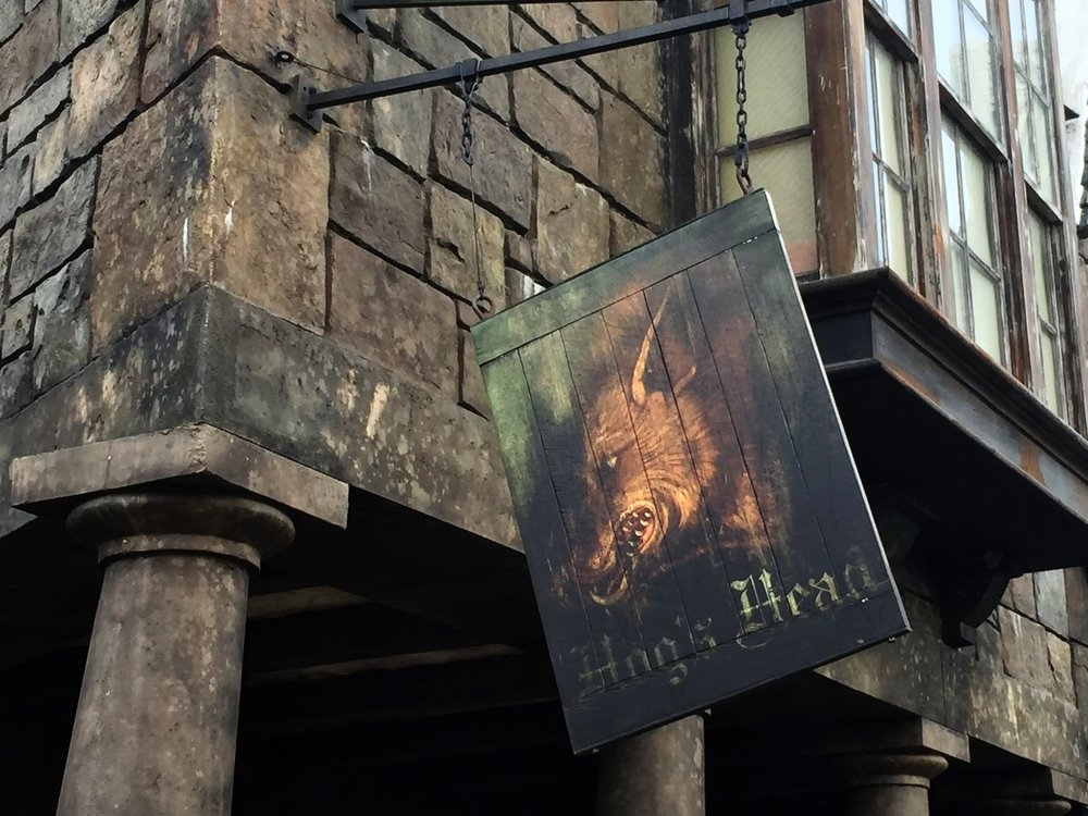 The Hog's Head sign.