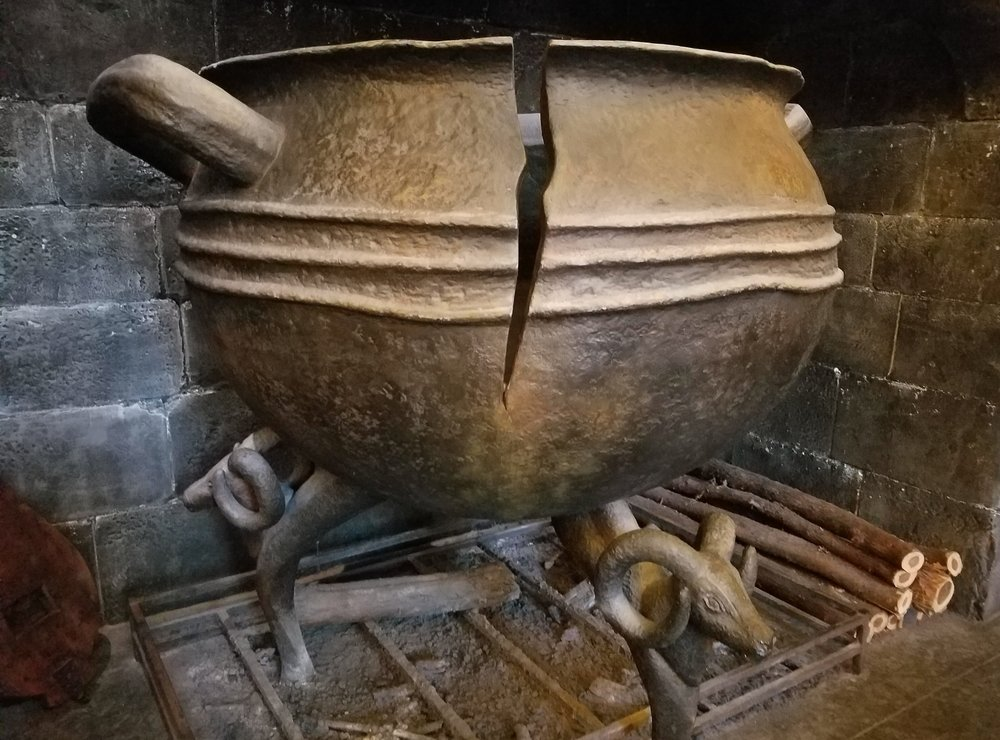 Cracked Cauldron at Leaky Cauldron
