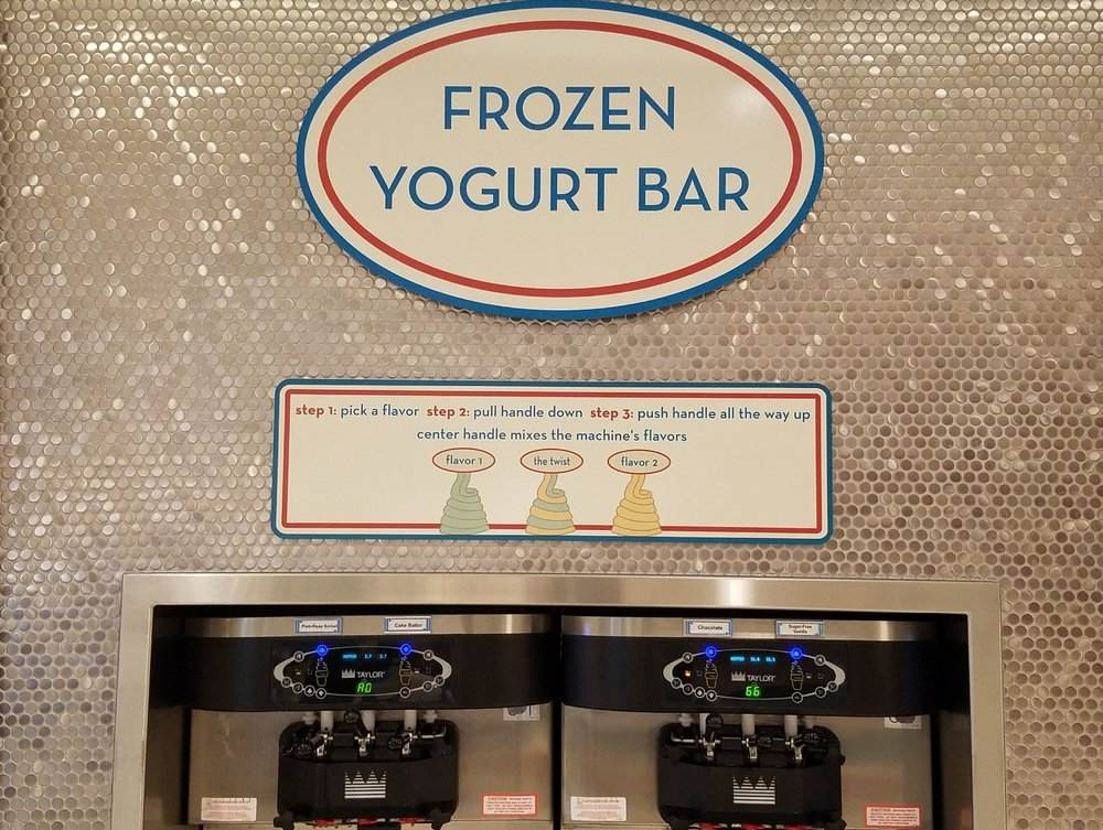 Bayliner Diner Frozen Yogurt Bar