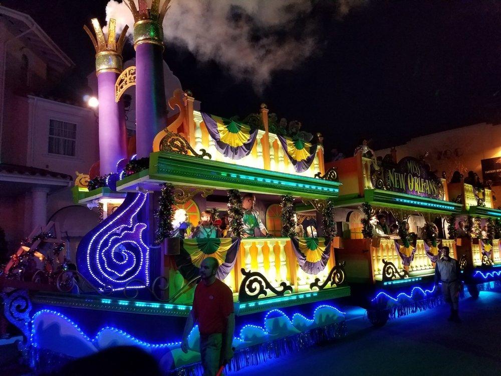 universal-mardi-gras-parade.jpg