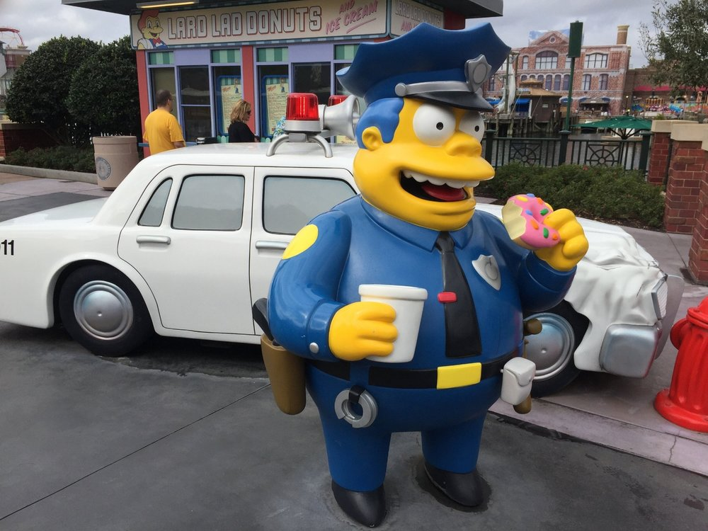Chief Wiggum outside of Lard Lad Donuts in Universal Studios Florida.