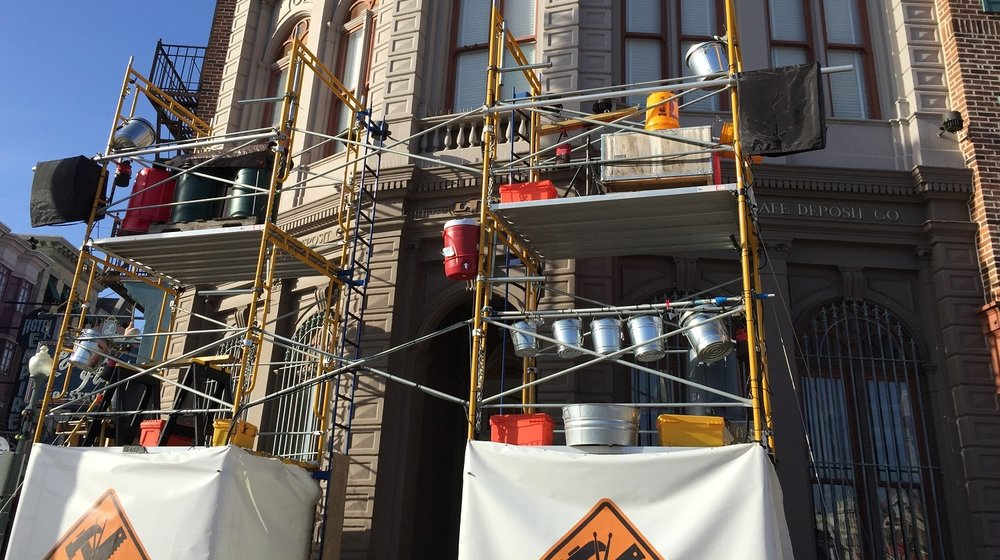 The Beat Builders perform on the scaffolding in the New York area of Universal Studios Florida.