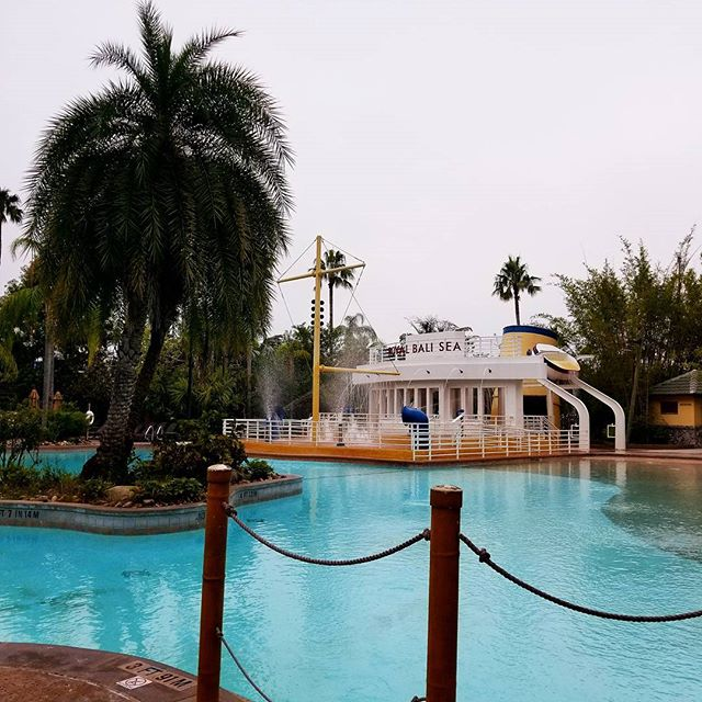 We stayed at Loews Royal Pacific Resort in December. The pool was always empty in the morning. If you want private time by the pool, go in the morning and save the parks and CityWalk for the afternoon. #UniversalOrlando #Orlando #poolside