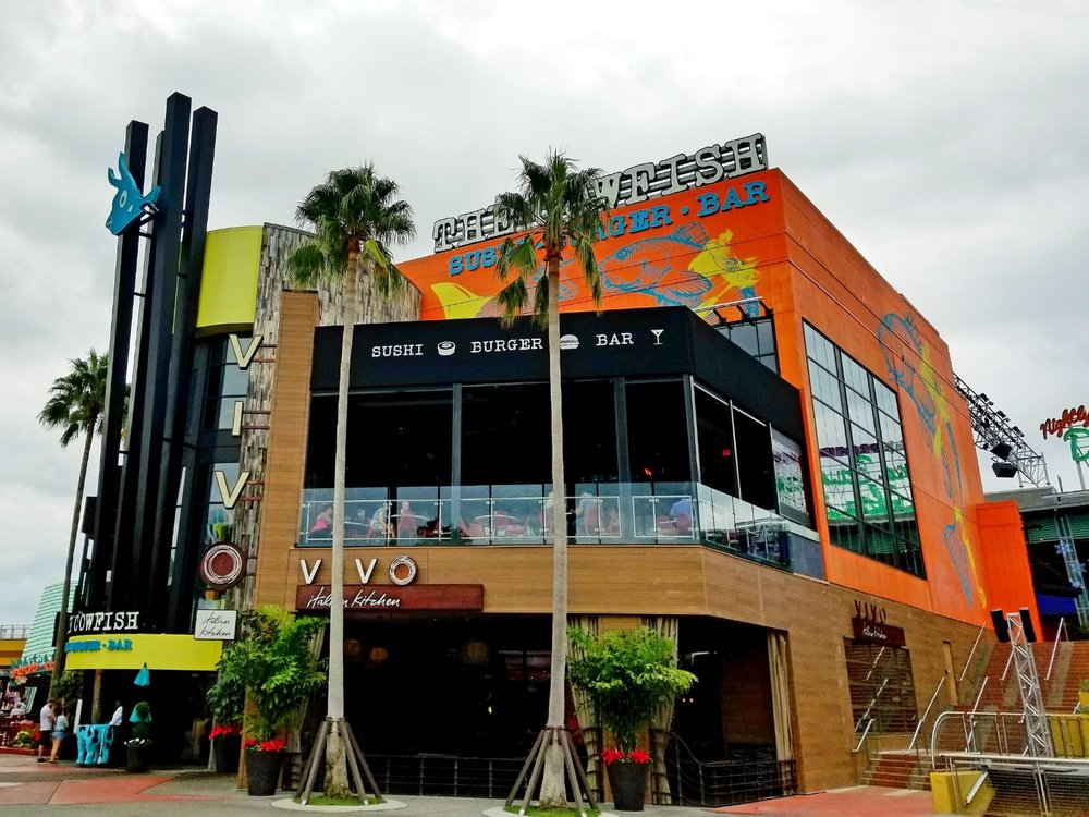 The entrance to The Cowfish is to the left of Vivo Italian Kitchen. The Cowfish dining area is above Vivo Italian Kitchen.
