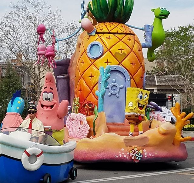 Who lives in a pineapple under the sea? #UniversalMoments #SpongeBob #Parade #UniversalOrlando #Travel