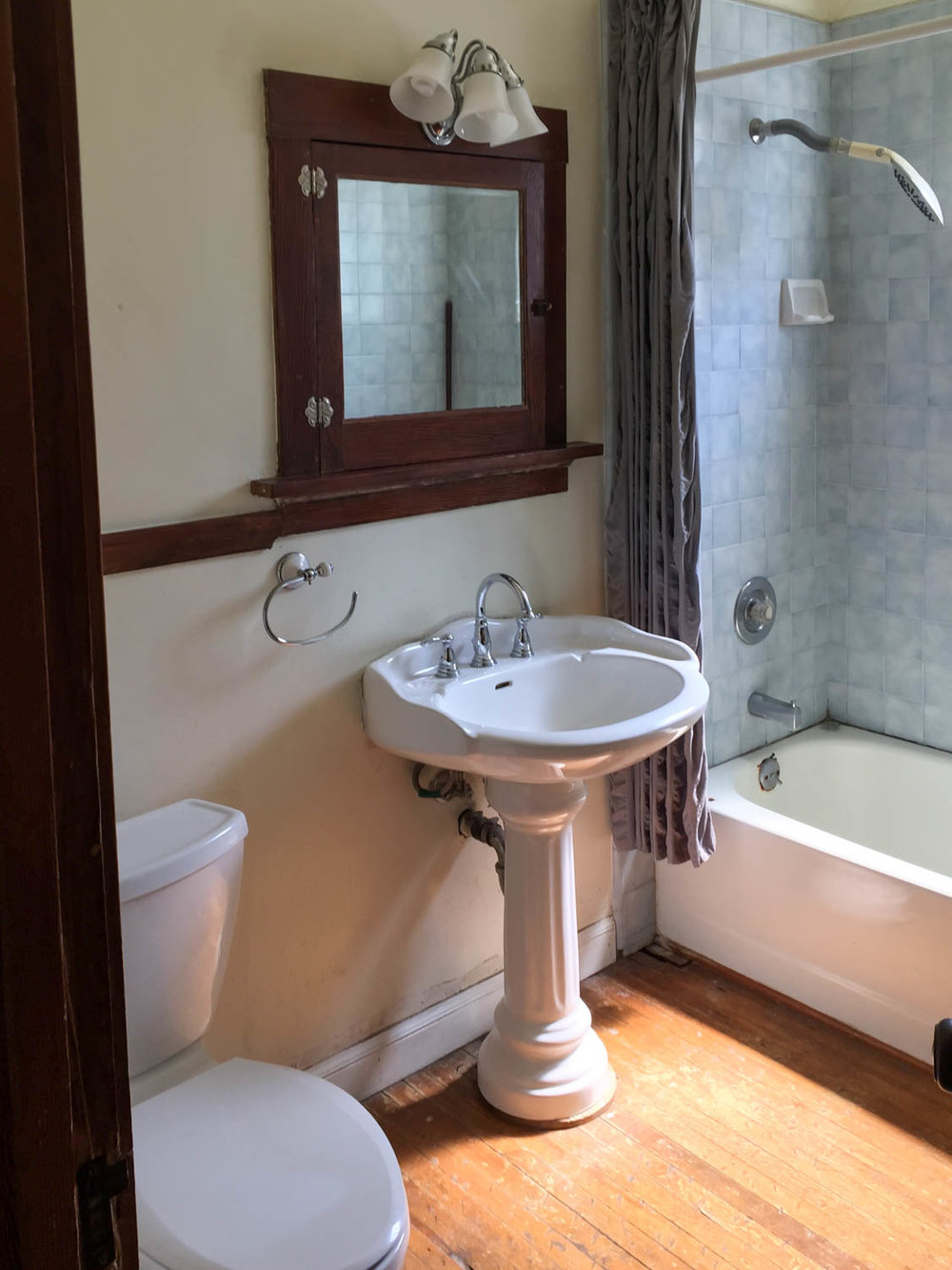 bathroombefore.jpg