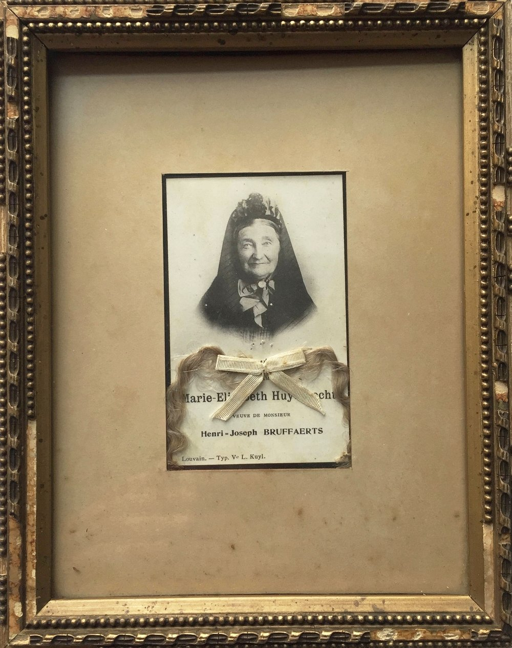 antique mourning frame Victorian memento mori souvenir frame with hair love tocken Belgian dame lady moving tribute curiosity cabinet sepia