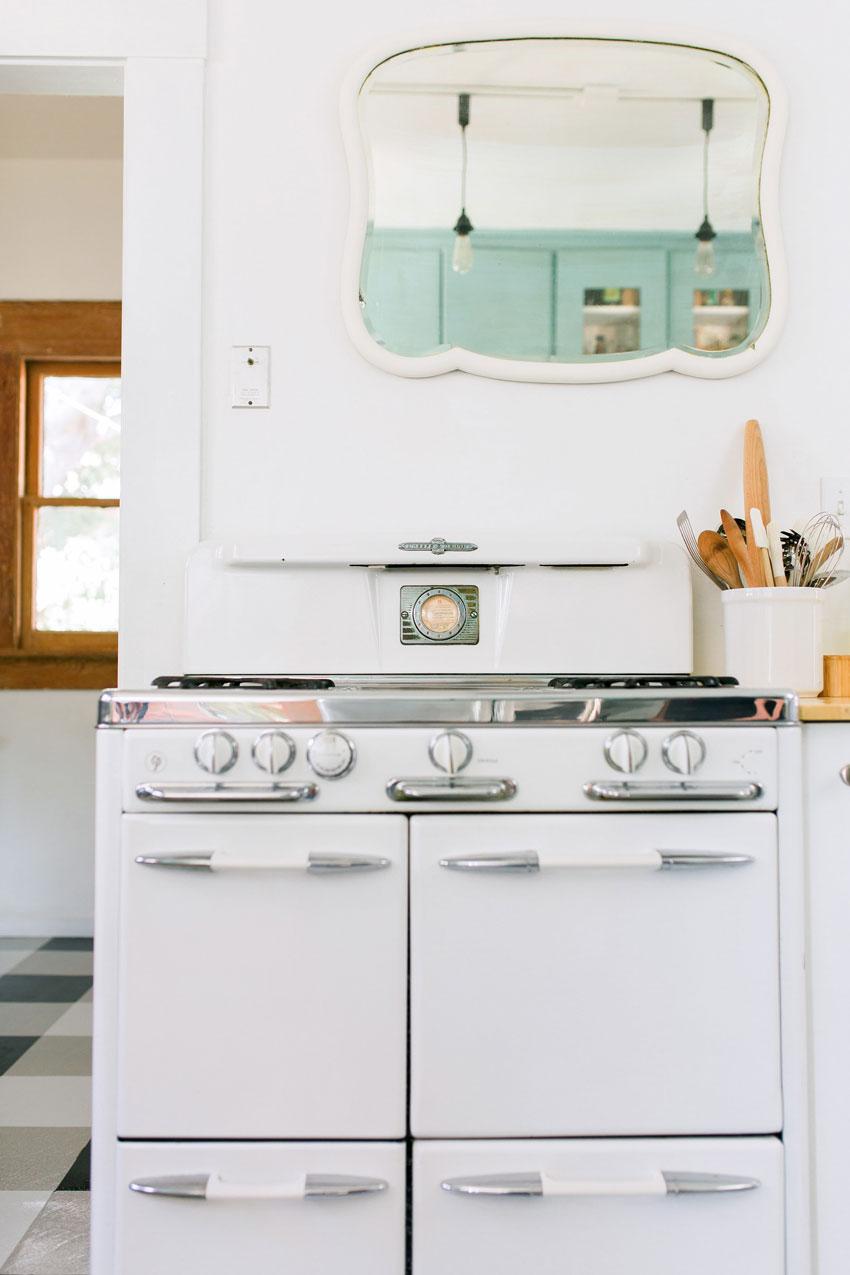 22-Kitchenb.jpg