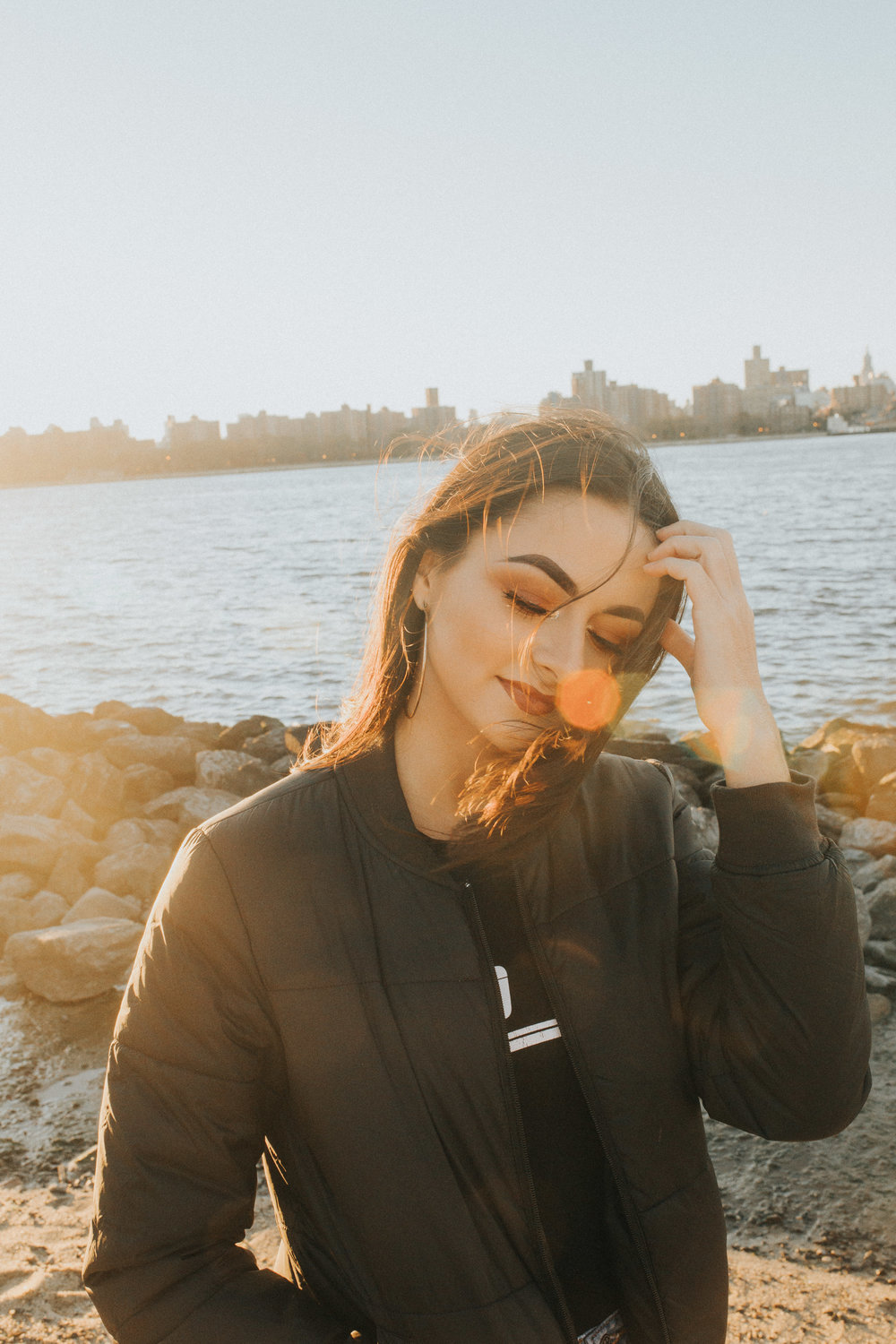 Lindsay Paulen NYC New York Williamsburg Brooklyn Best friends photoshoot waterfront cityscape hipster lxc presets