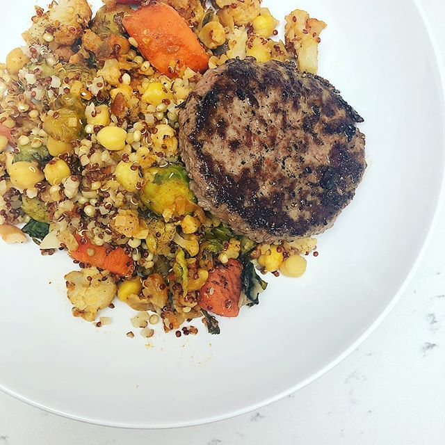 Surprise surprise! Another 10 minute or less meal! Except this time I'd say it was a 3 minute meal. Just threw a leftover burger patty on top of a frozen @wildscapefood meal (they are SO GOOD btw. This one had Brussels, cashews, carrots, cauli, chickpeas, quinoa....). Done and done! Who said healthy eating had to be hard or boring?!
