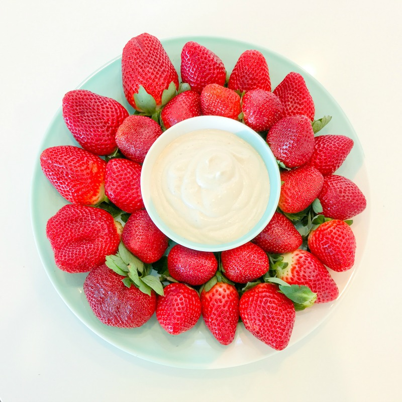 "Strawberries with Maple Vanilla Cashew ""Creme"""