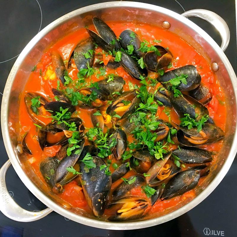 mussels-tomato-chilli-garlic.jpg