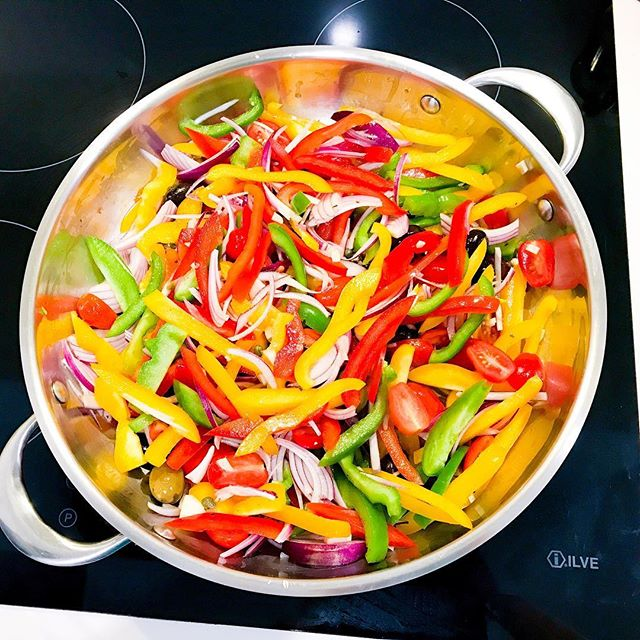 It's Foodie Friday!🥙🍲🍉🥦 Today I'm sharing the recipe for Peperonata, or sweet pepper stew. It's one of those classic Italian dishes. I love it because it's simple to make, tastes delicious and features all the colours of the rainbow. It is a great side dish, and is often served with fish or meat. Give it a try! Link to recipe in profile. #recipes #recipe #healthyfood #healthyrecipes #peperonata #italianfood #healthyitalian #mediterraneandiet #vegetarianrecipes #vegan #veganrecipes #vegetarian #vego #plantbased #plantstrong #plantbasedrecipes #delicious #nutritious #nutrition #nutritionistsydney #sydneynutritionist #culinarynutrition #culinarynutritionist #realfood #jerf
