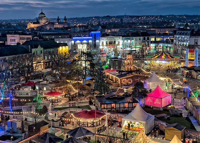 Galway Christmas Market Normally on around 20th November - 20th December the Galway Christmas market is based around Eyre Square and at the Spanish Arches in Galway City Centre. There is a fantastic vibe, delicious food and drink. It's a great place to go and have a drink and a ramble for Christmas presents. Check out the Galway Christmas market site for more information