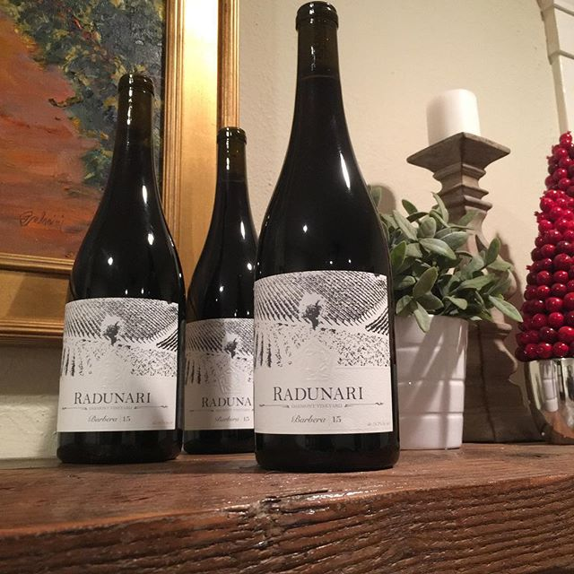Who's drinking Radunari wines this holiday season? It's not too late to grab a bottle of our Barbera or preorder our upcoming vintages! #linkinbio #holidaycountdown