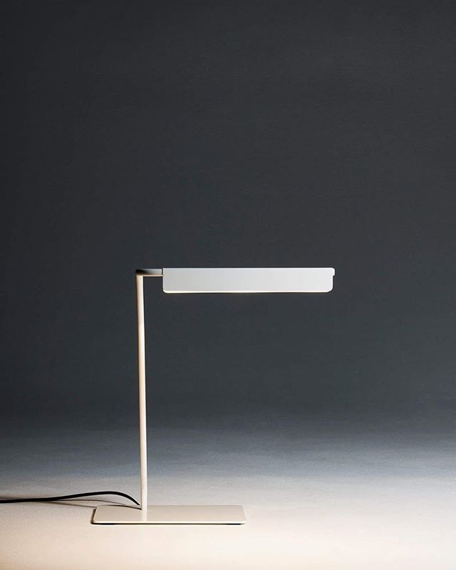 Throwback to Light Curve - desk lamp designed by Susanna Kettunen, 2014. Also a Muuto Design Award Finalist 2014.  #kamut #muotsikka #finnishdesign #youngdesigners #lightingdesign #desklamp #modern #nordic #susannak