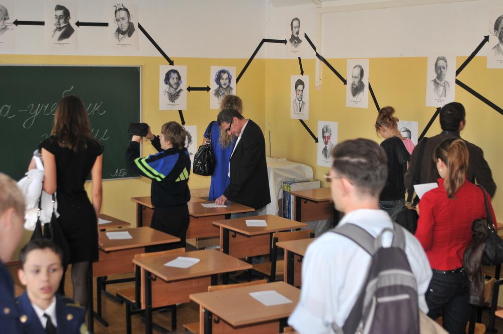 """Анна Броше """"Пантеон школьных героев"""""""