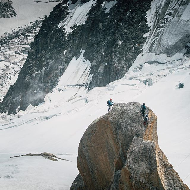 Three climbers, taken from the Aiguille du Midi this summer 🏔  #sonyalpha #sonya6000 #climbing #chamonix #frenchalps #aiguilledumidi