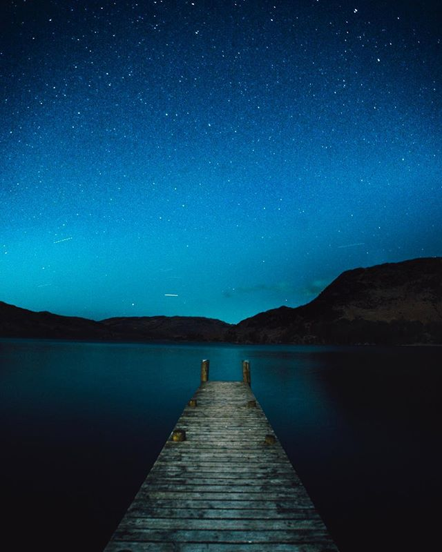 Cold night on the edge of Ullswater in the Lake District ✨🌙 . . @sonyalpha . . #lakedistrict #ullswater #nightsky #sonyalpha #sonya7sii