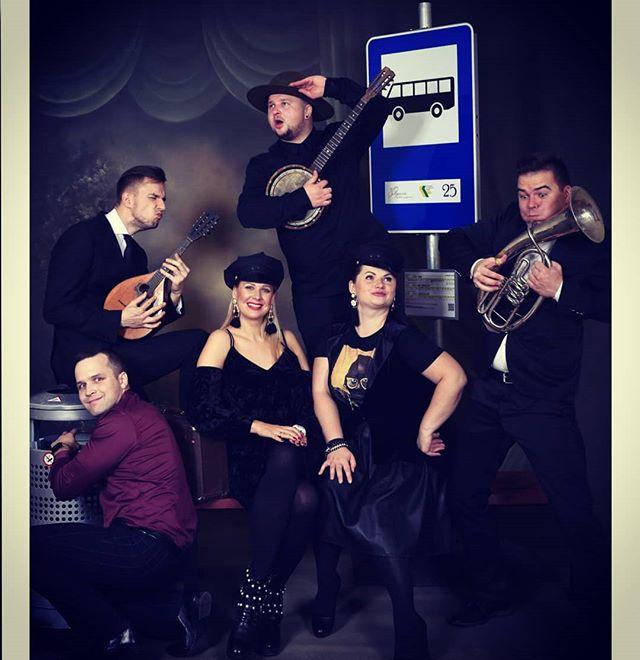 Gaidām autobusu! ;) Photo: E. Kapša  #busstop #tirkizfullband #music #greatevent #jelgava