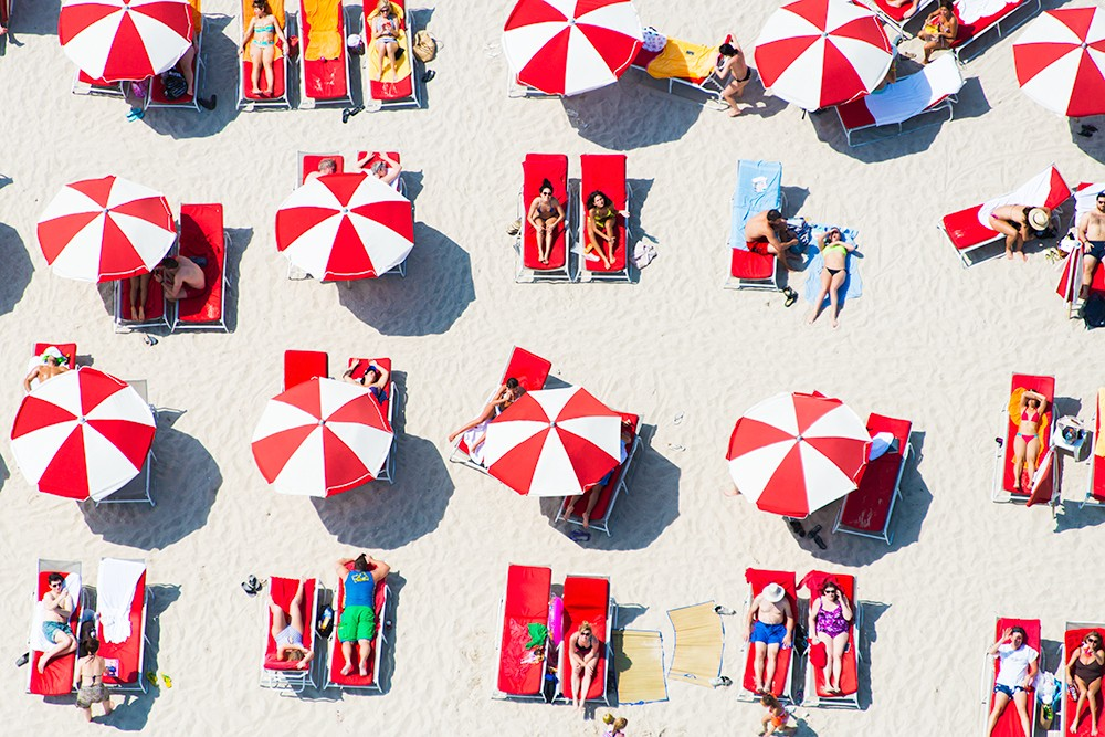 red-and-white-umbrellas_2_4.jpg