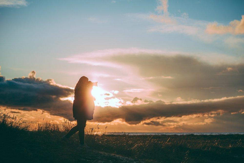 Ett smäktande landskap där den magiska känslan förhöjs i motljus i solnedgång vid Falsterbo strand. Tamron 70-200 f/2.8. 70mm. 1/4000 sek, f/2.8, iso100.