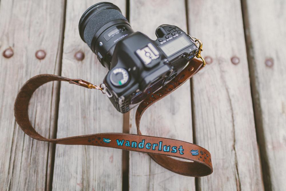 På mina resor följer min Canon 5D Mark iii som vandrat genom Perus öken, över Grönländska isar och stormiga vidder på Färöarna med. Med damm, fukt och stötiga flygresor krävs en kamera som klarar tuffa tag.