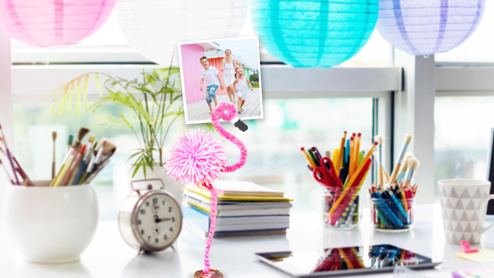 DIY Flamingo Photo Stand