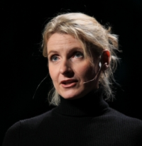 Elizabeth Gilbert, author of Eat, Pray, Love and Big Magic. Photo by Erik Charlton [CC BY 2.0 via Wikimedia Commons]