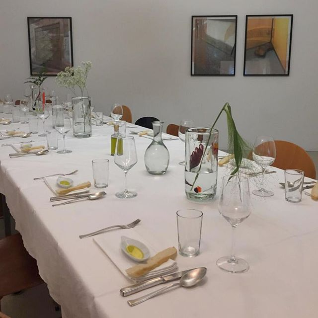 Chef entrepreneur @corinnerusch @fondation_coco_lafayette in #Vienna featured our #OliveOil in a dinner environment designed by artist @manuelgorkiewicz