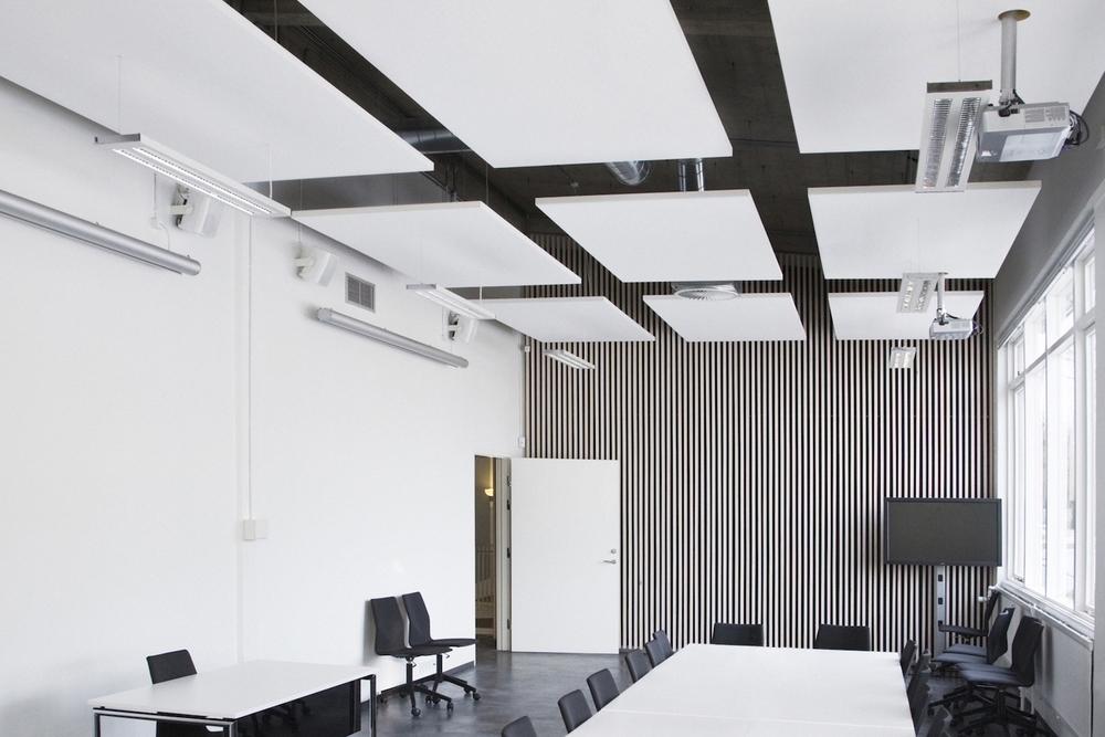 Raumakustik-Schalldämung-Deckensegel-Ecophon-Solo-Büro