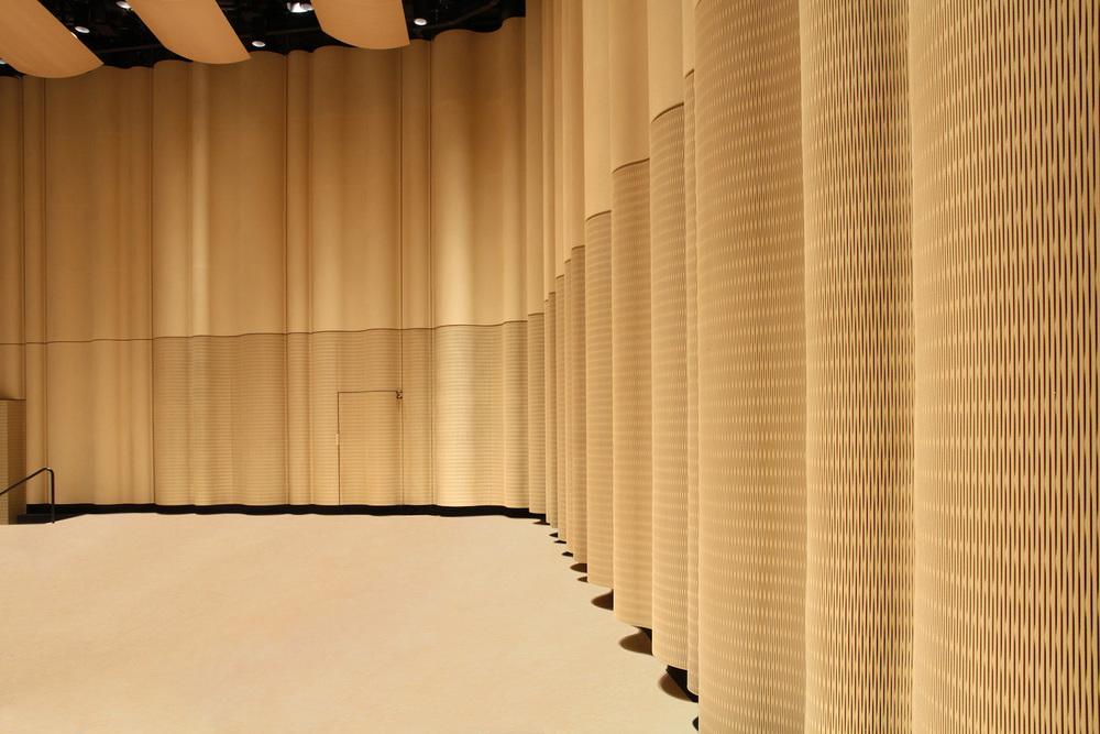 Raumakustik-Schallschutz-Flächensysteme-Dukta-Flexible-Wood-Holzverkleidung-13