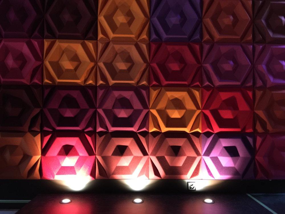Raumakustik-Schallschutz-Design-Wandabsorber-Johanson-Beehive-Rectangular-Rib-Wall10.jpg