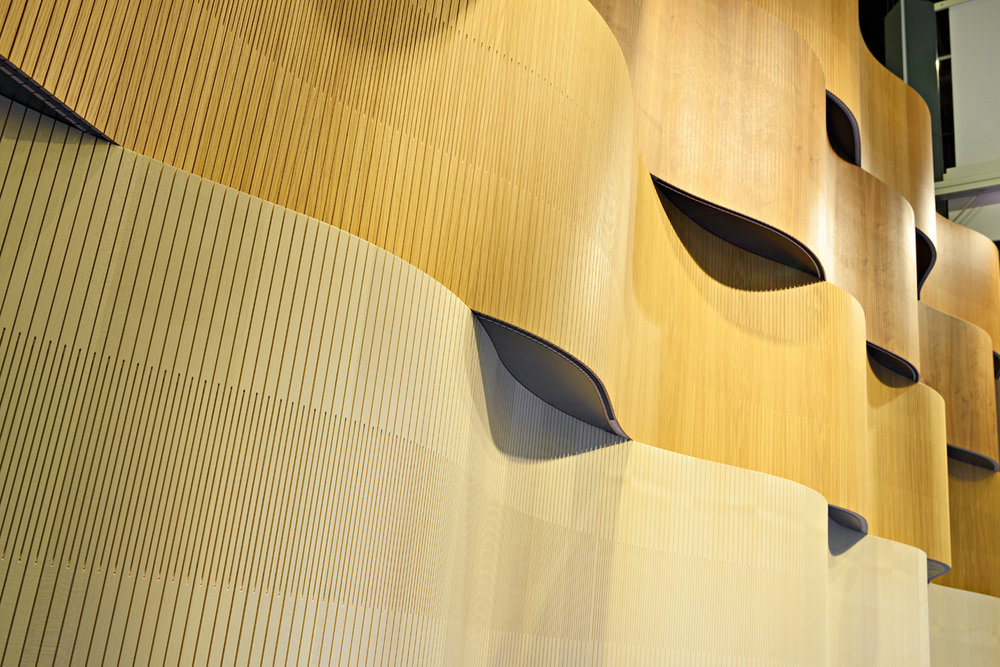 PLY PROJECT «Wavy» - flexible, schallabsorbierende Holzverkleidung