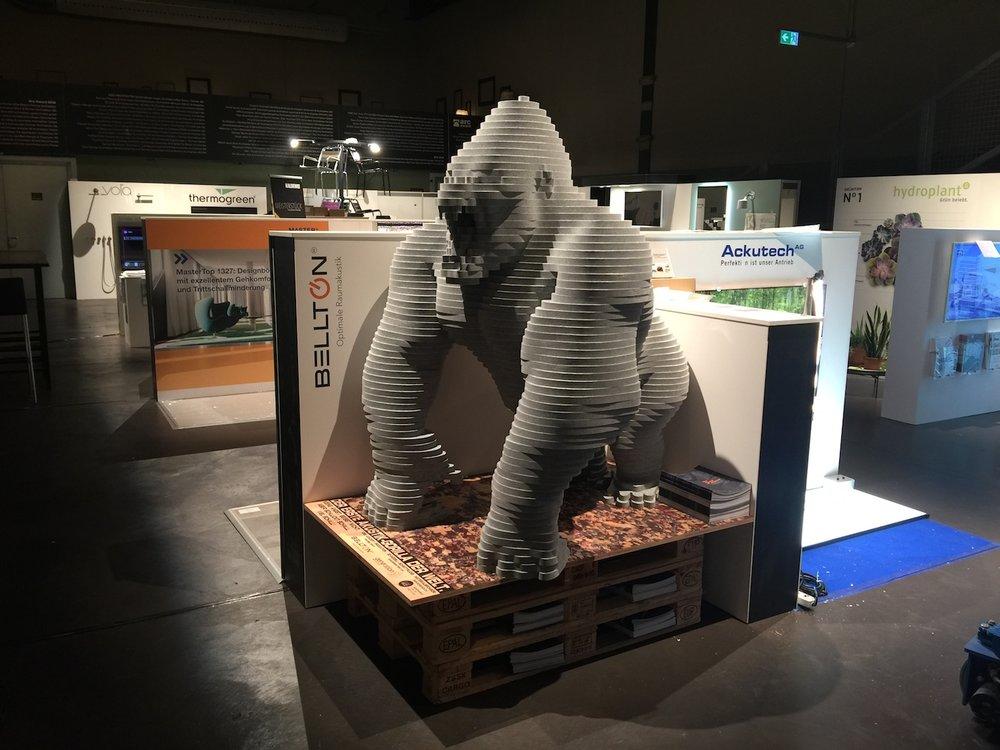 Der Akustik Gorilla an seinem Plätzchen an der Trendausstellung des Arc Awards 2016