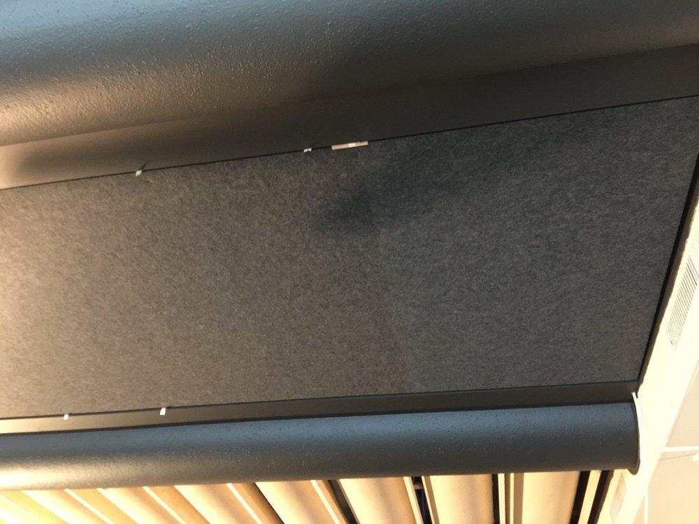 Die einzelnen Akustikplatten sind milimetergenau zugeschnitten und werden stumpf gestossen..