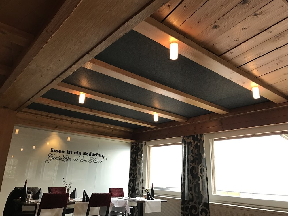 Akustikdecke Restaurant Roggerli - der erste Teil ist fertig.