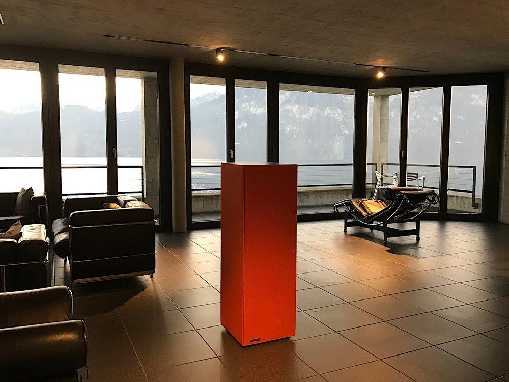 Der Sound Butler verbessert die Raumakustik umgehend. Privat oder im Büro.