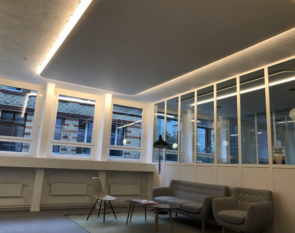 Fertig montiertes Akustikdecken-Feld mit integriertes LED-Beleuchtung