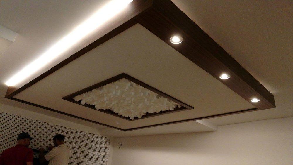 Das Higlight des Raumes ist montiert: das grosse Deckensegel inkl. Beleuchtung