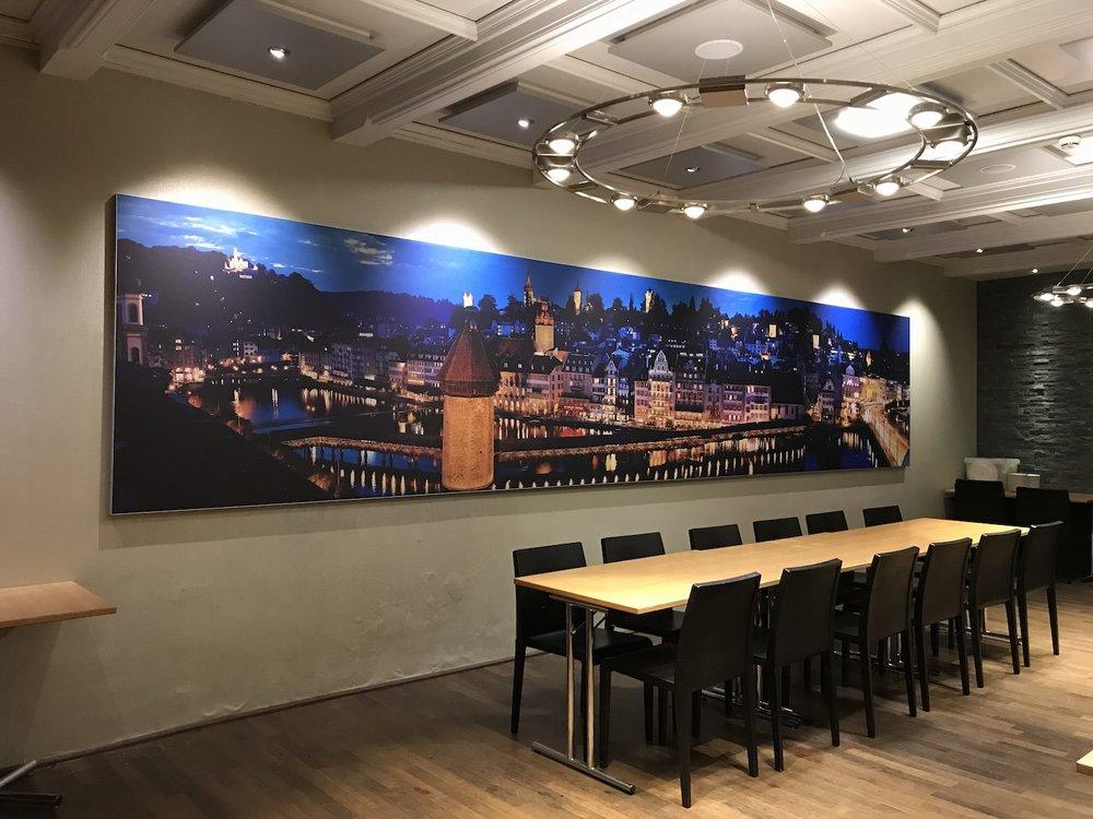 Akustikbild im kleinen Saal des Hotels «De La Paix» in Luzern. 7 x 1.4m