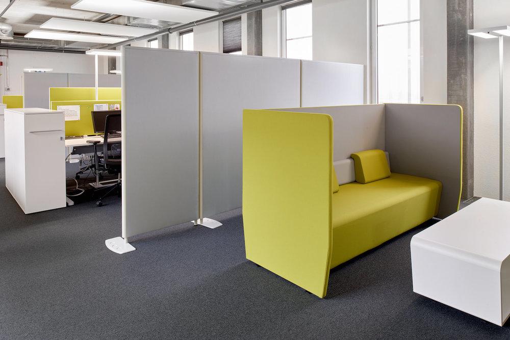 Deckensegel Ecophon Solo in den Büros der JOWA AG