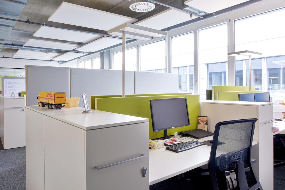 Akutsik-Deckensegel Ecophon Solo in den Büroräumen der JOWA AG